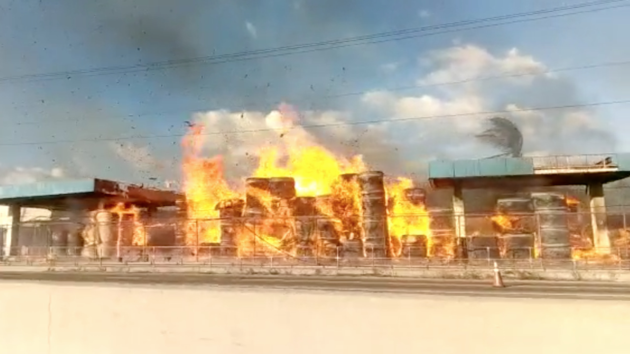 Screen grab of the fire that is gutting a plant in Kingston.