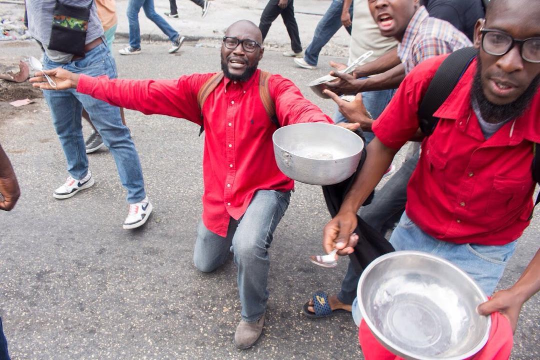Des manifestants dénonçant la faim dans le pays/ Photo: Steven Aristil