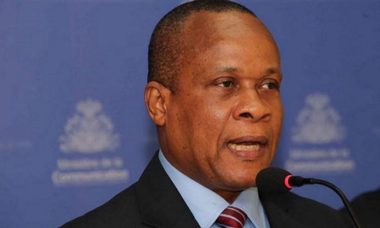 Le ministre de l'économie et des finances, Ronald Décembre