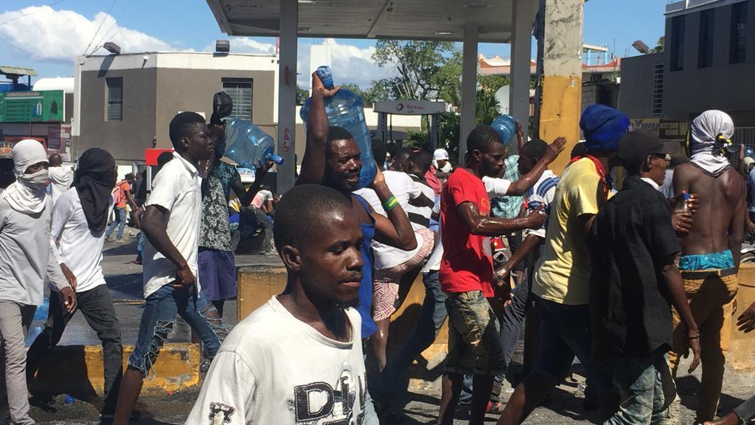 Photo d'une scène de pillage à Delmas