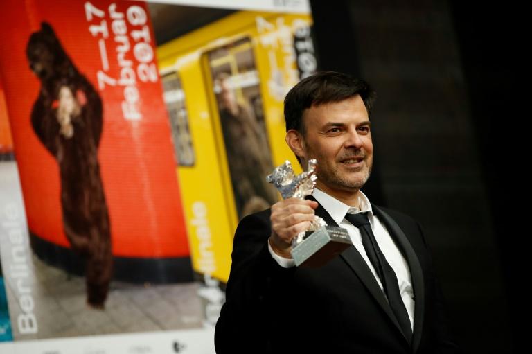 """Le réalisateur français François Ozon a reçu le Prix du jury du festival de Berlin pour son film """"Grâce de Dieu"""", le 16 février 2019"""