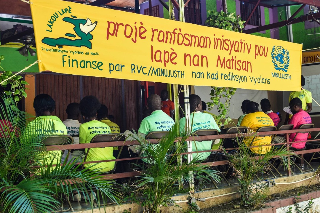 Séance de formation de l'organisation Lakou  lapè dans les quartier de Martissant Crédit Photo :  Lakou  lapè