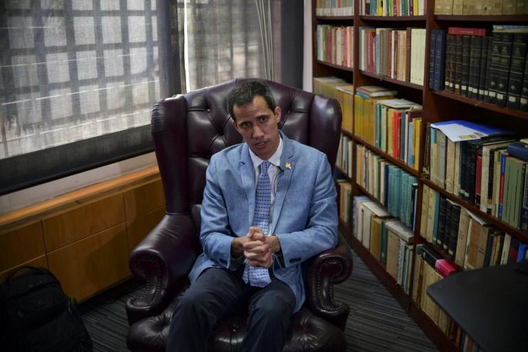 Juan Guaido qui s'est autoproclamé président du Venezuela s'exprime lors d'un entretien avec l'AFP à Caracas, le 8 février 2019
