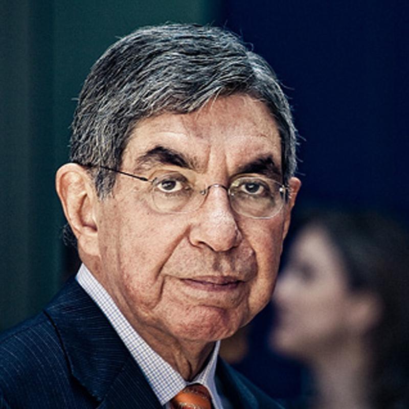 Oscar Arias Sanchez, ancien président costaricien et prix Nobel de la Paix qqu'il reçut en 1987.