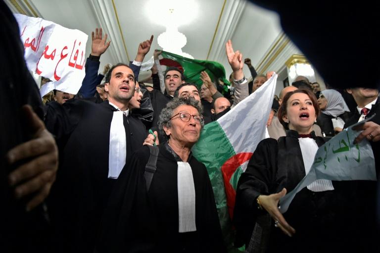 Des Algériens manifestent contre la candidature du président Abdelaziz Bouteflika à un 5e mandat, le 24 février 2019 à Alger
