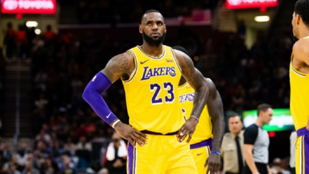 LeBron, Walton dish on Lakers failing to make playoffs