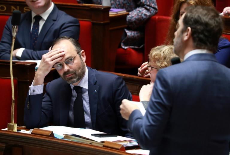 Edouard Philippe regarde le ministre de l'Intérieur Christophe Castaner à l'Assemblée nationale le 5 mars 2019