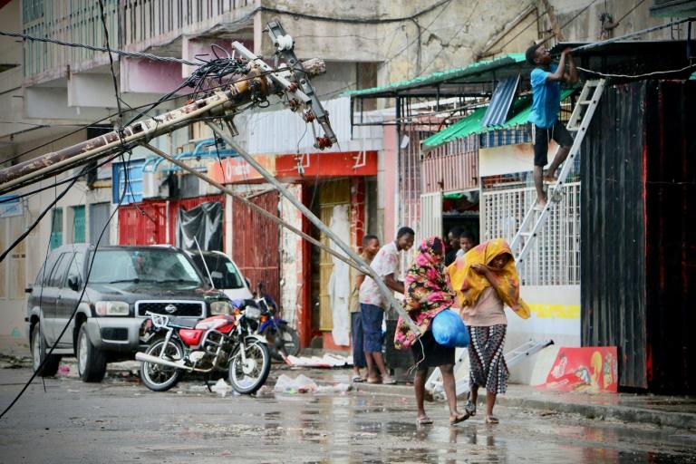 Une rue du centre de Beira le 17 mars 2019, quelques heures après le passage du cyclone Idai