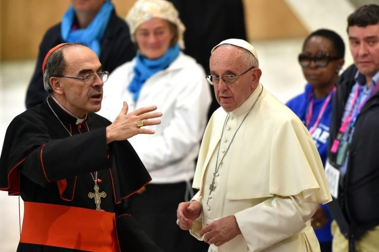 Le cardinal Philippe Barbarin avec le pape François au Vatican le 11 novembre 2016