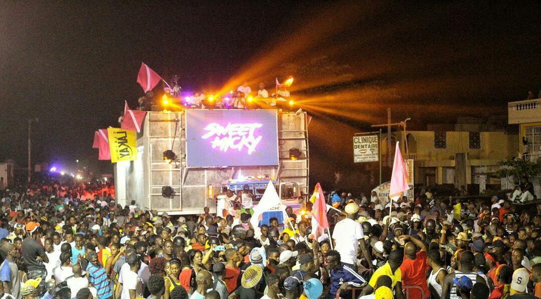 Le char musical de Sweet Micky en pleine prestation dans la ville des Cayes le Dimanche 3 Mars 2019