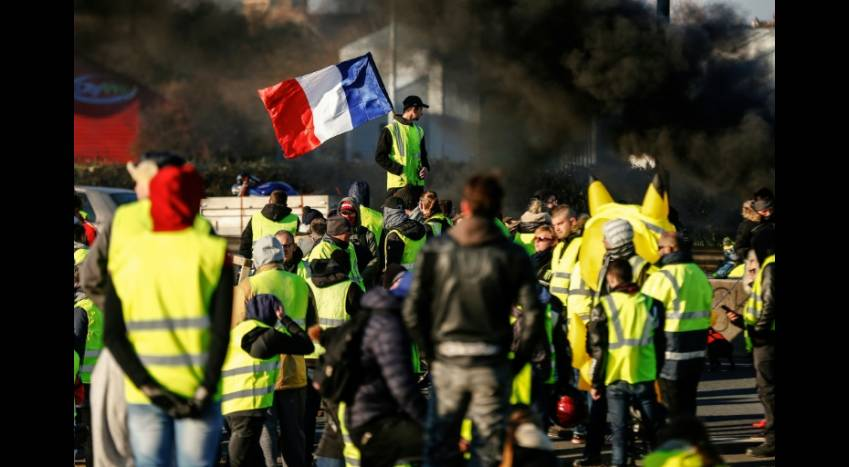 """AFP/Archives / CHARLY TRIBALLEAU - Des """"gilets jauens"""" rassemblées le 18 novembre"""