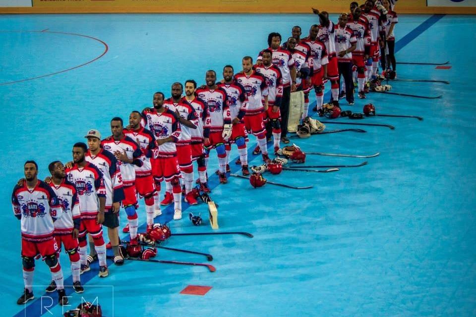 L'équipe championne  de Hockey-Ball haïtienne prise en 2015 - Crédit Photo : AHBH