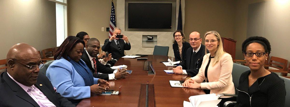 Le sous-secrétaire adjoint Kierscht a rencontré les sénateurs haïtiens @CarlMCantave @DieudonneLuma et @WilfridGelin a discuté de la nécessité d'un dialogue inclusif et de bonne foi pour résoudre les défis politiques, sociaux et économiques./ Source : Kimberly Breier/ @WHAAsstSecty sur Twitter