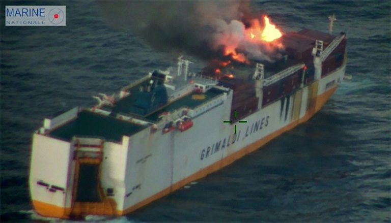 "Incendie sur le navire italien ""Grande America"""