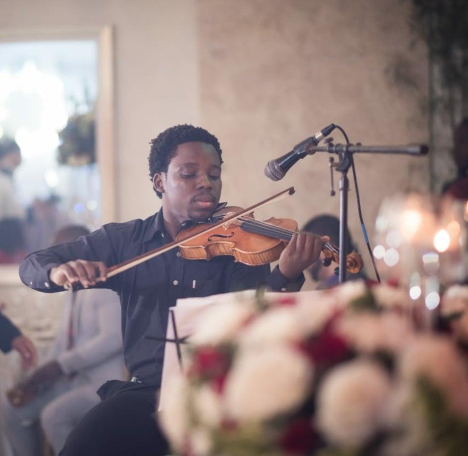 Le violoniste Stravensky Debrosse participera aux cotés de ses pairs musiciens dominicains au prestigieux festival Young Euro Classic qui se déroulera à Berlin du 19 juillet au 4 août 2019.