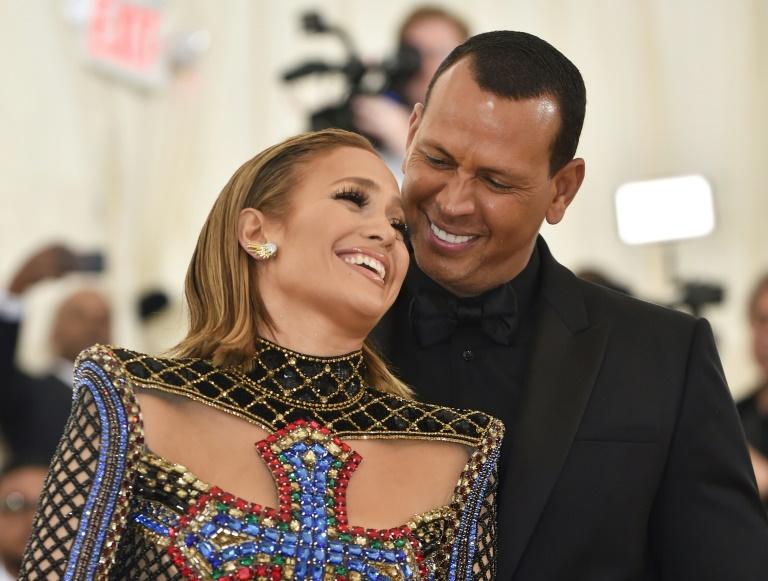 Jennifer Lopez (à gauche) et Alex Rodriguez, le 7 mai 2018 à New York