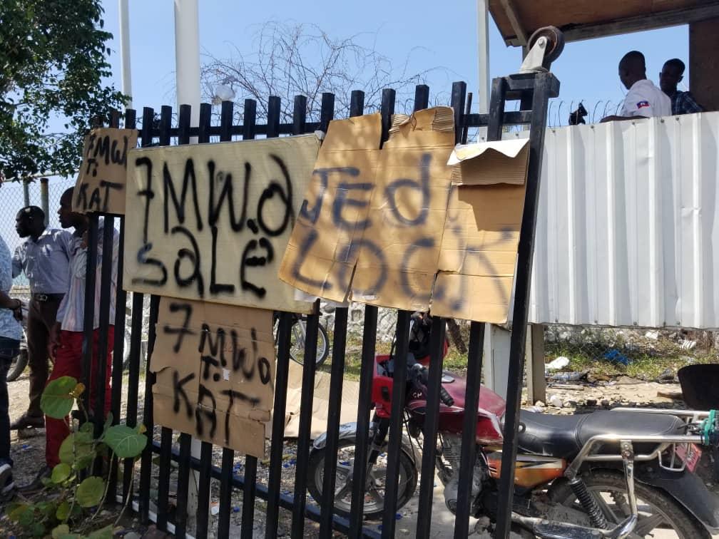 Des chauffeurs et agents de sécurité rapprochés de députés exigent 7 mois d'arriérés de salaire