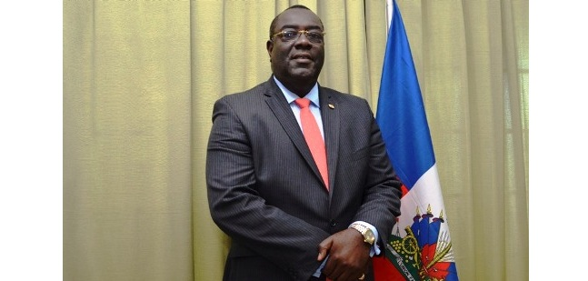 Le ministre des Affaires Etrangères, Bocchit Edmond.