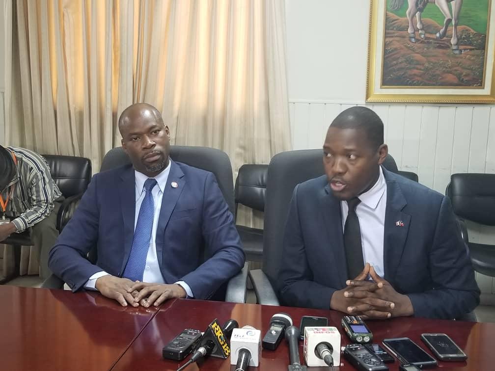 Les députés de l'opposition Abel Descollines et Jean Marcel Lumérant/ Photo: Luckson Saint-Vil