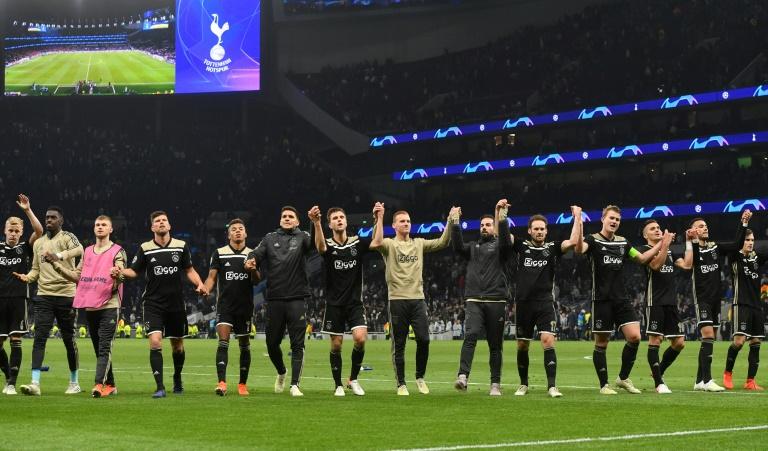 Les joueurs de l'Ajax Amsterdam après leur victoire en demi-finale aller de Ligue des champions face à Tottenham à Londres le 30 avril 2019