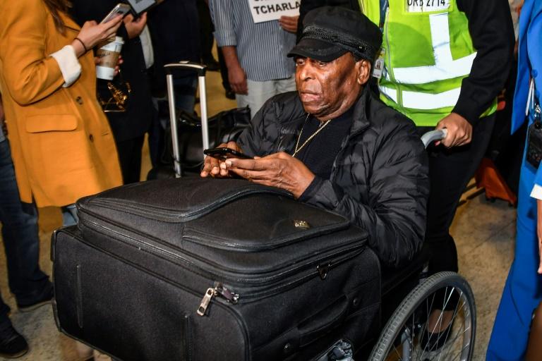 Pelé arrive à l'aéroport de Garulhos le 9 avril 2019 après son hospitalisation à Paris