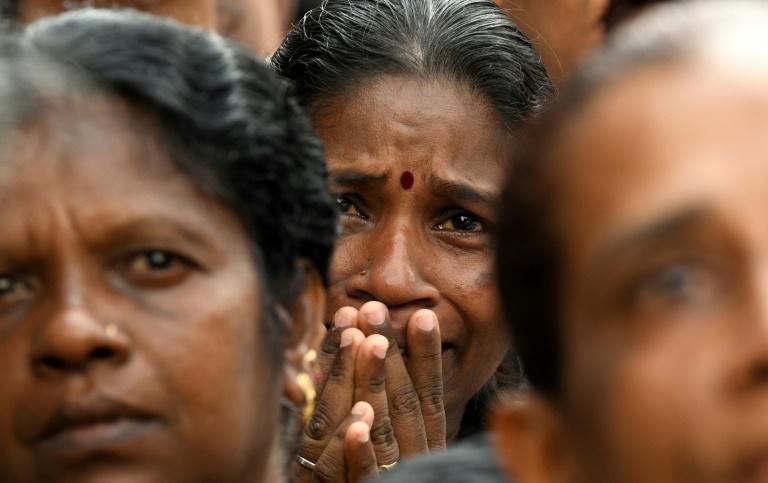 Une chrétienne prie le 28 avril 2019 près du sanctuaire Saint-Antoine à Colombo, cible des attaques jihadistes