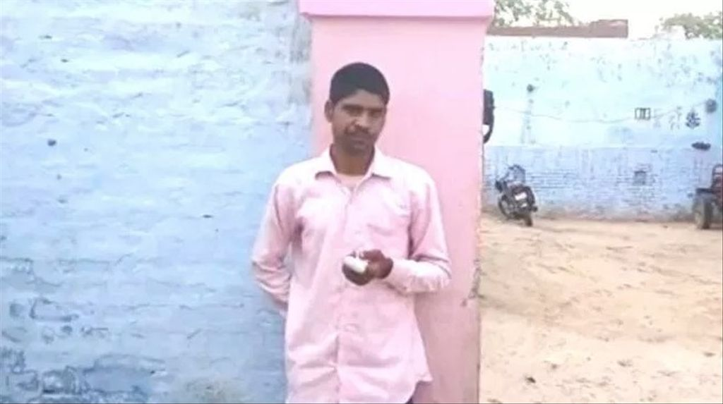 Pawan Kumar explique qu'il a confondu, en votant jeudi, les symboles présentés sur la machine électronique et a voté pour le parti du premier ministre nationaliste Narendra Modi au lieu du candidat rival présenté dans son État de l'Uttar Pradesh.
