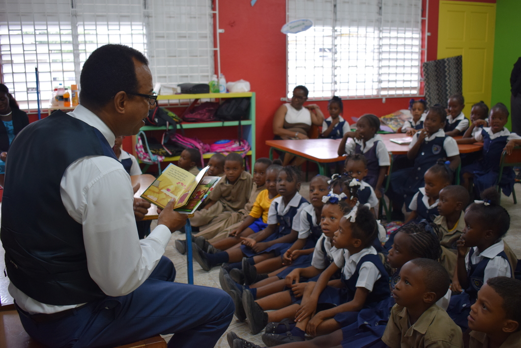 Executive Chairman at ARC Manufacturing, Norman Horne engages Dupont Primary students during a reading session.