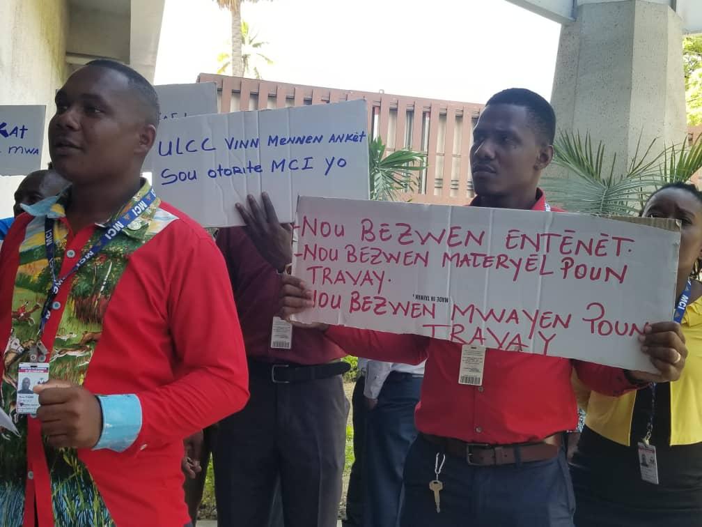 Des employés du Ministère du commerce et de l'industrie (MCI) grèvent et exigent de meilleures conditions de travail