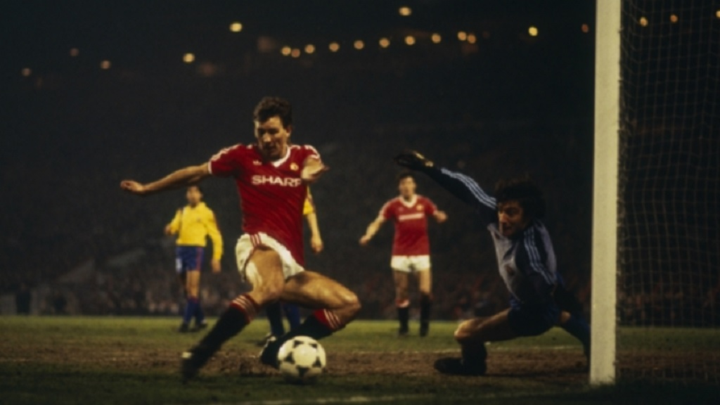 Bryan Robson scores against Barcelona in 1984.