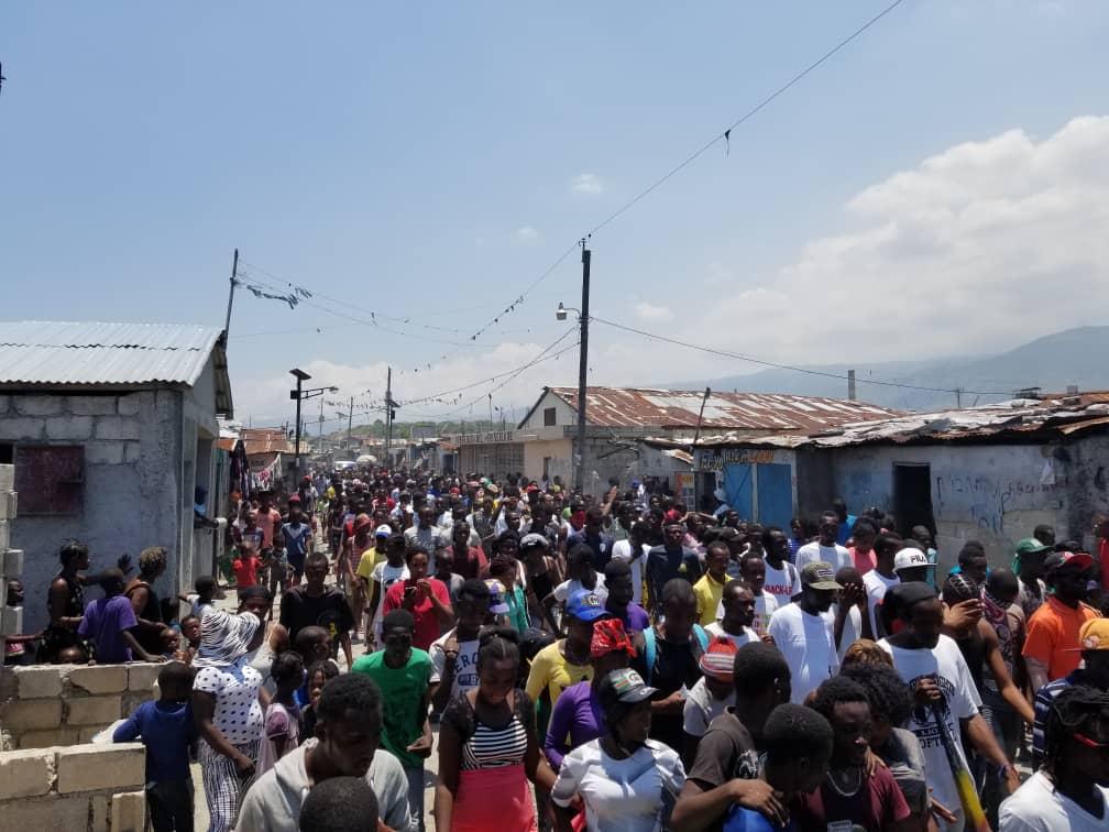 Cité Soleil: plusieurs centaines de citoyens manifestent pour la paix