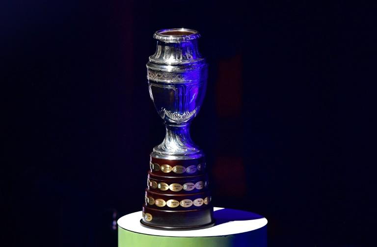 Le trophée de la Copa America exposé à Rio de Janeiro, lors du tirage au sort effectué le 24 janvier 2019