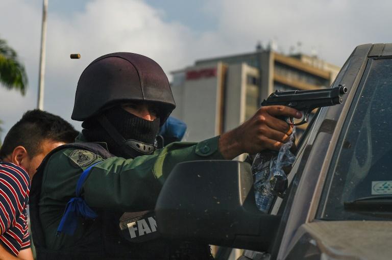 Violents affrontements entre partisans de Guaido et Maduro — Venezuela