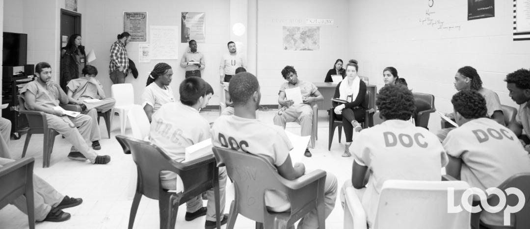 Une session de travail avec les détenus du centre de détention du Comté de Cook
