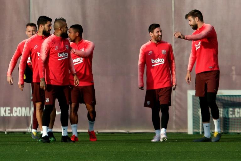 L'attaquant vedette du Barça Lionel Messi (2d) lors d'une séance d'entraînement avec ses coéquipiers, le 15 avril 2019 à Sant Joan Despi