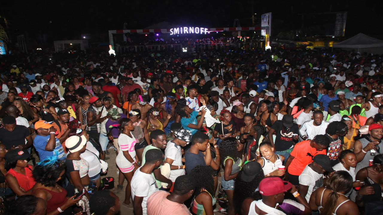 Thousands of revellers turned out for Smirnoff Rio on Sunday. (PHOTOS: Llewellyn Wynter)