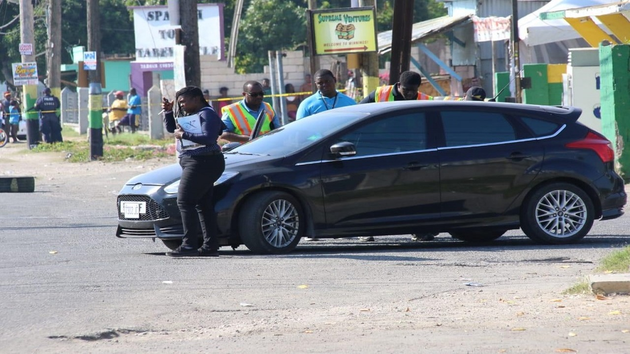 Investigators on the scene where a deadly encounter involving a number of cops came to an end in Spanish Town, St Catherine on Saturday night into Sunday morning.