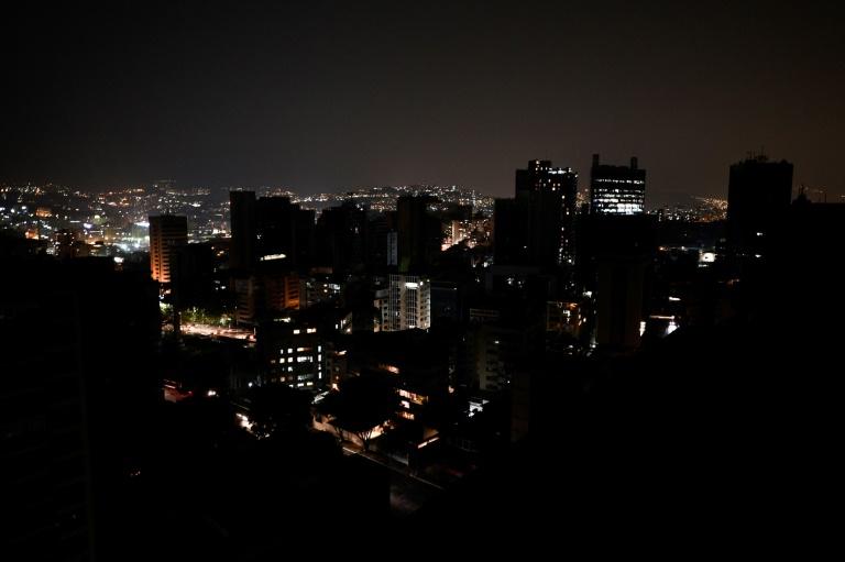 Vue générale d'un quartier de Caracas lors d'une panne d'électricité, le 26 mars 2019