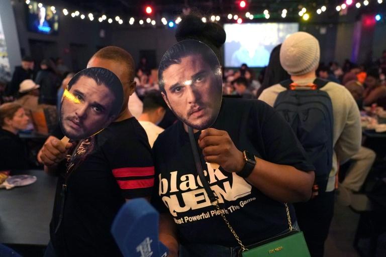 """Des masques de Jon Snow, personnage de la série """"Game of Thrones"""", lors d'une projection dimanche. AFP / TIMOTHY A. CLARYsoir à New-York"""
