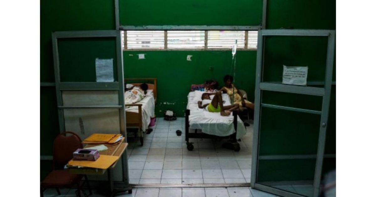 Des internes grévistes de 'hôpital universitaire de l'Etat haïtien (HUEH), le 21 mai 2019 à Port-au-Prionce afp.com - CHANDAN KHANNA