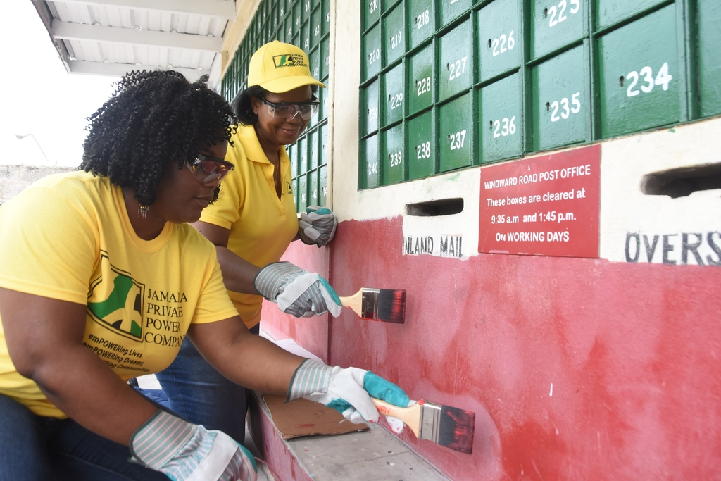 From Left: Tashana Ridley, Windward Road Post Office Branch Manager 