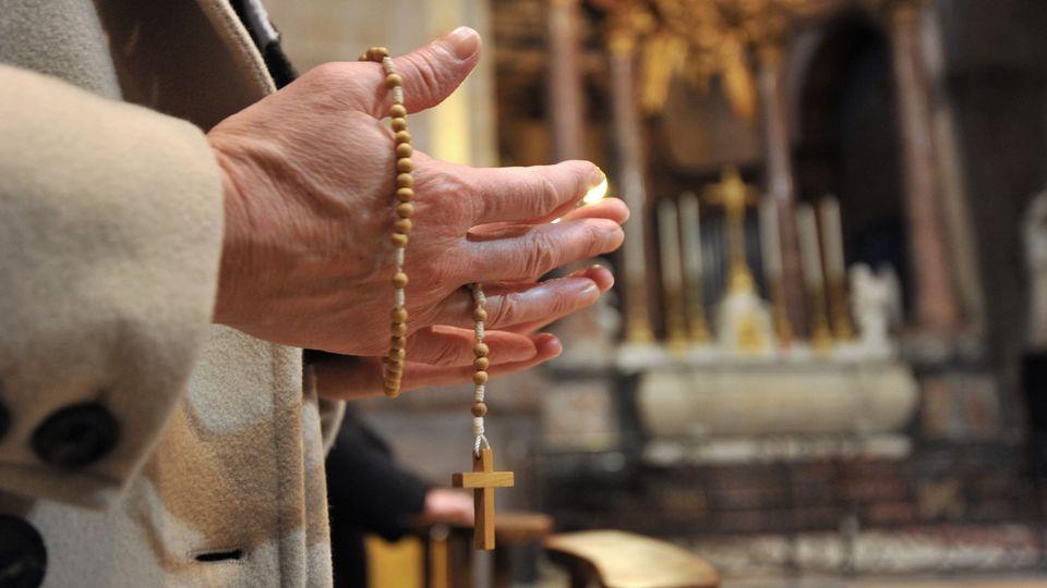 Un prêtre du Nord, accusé de viol par une paroissienne âgée de 18 ans qui a porté plainte contre lui, a été placé en garde à vue jeudi 2 mai (image d'illustration). afp.com/FRANK PERRY