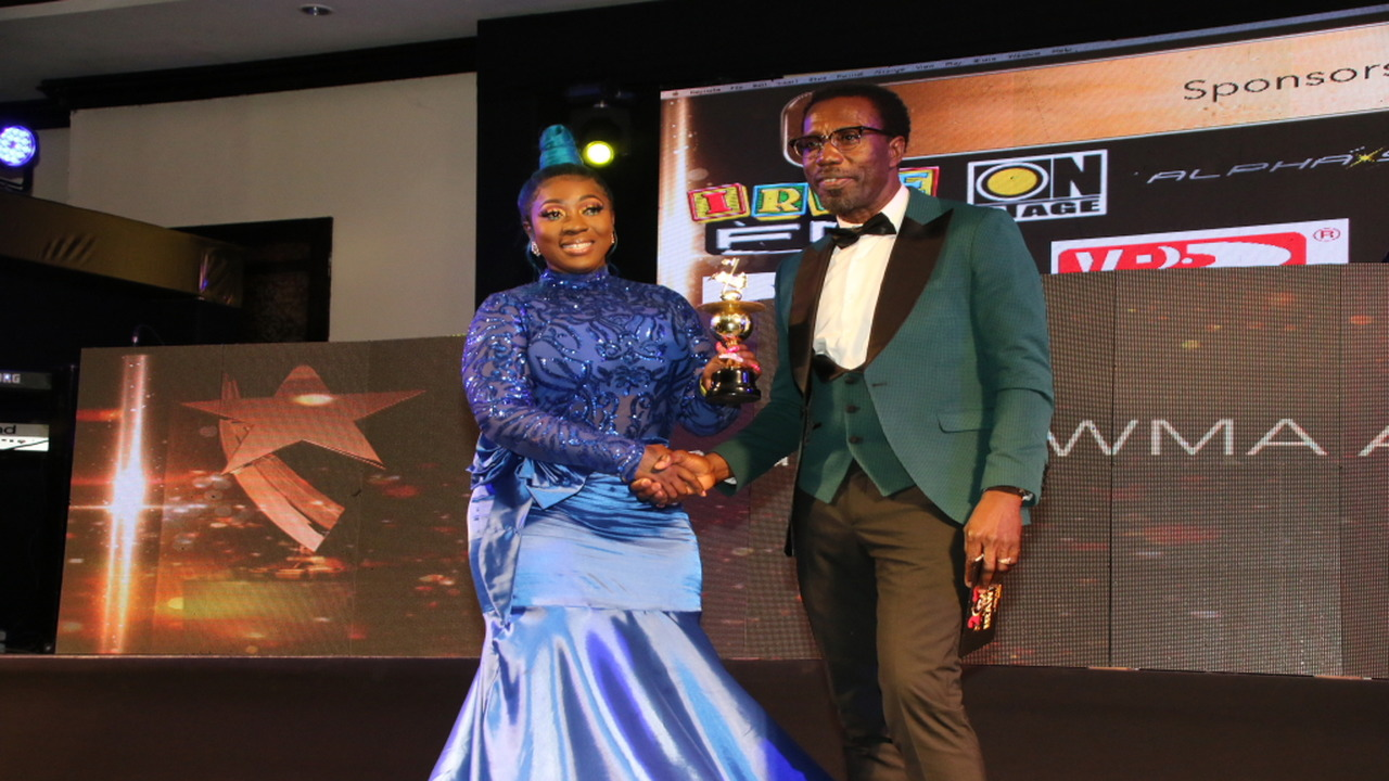 Spice collects her female deejay of the year award from entertainment journalist Winford Williams. (PHOTOS: Llewellyn Wynter)