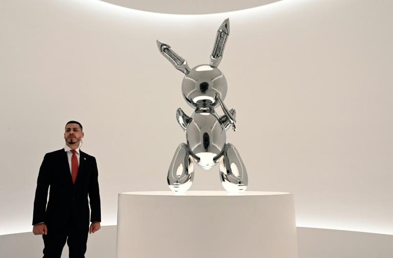 """Le """"Rabbit"""" de Koons à Christie's à New York, le 3 mai 2019"""