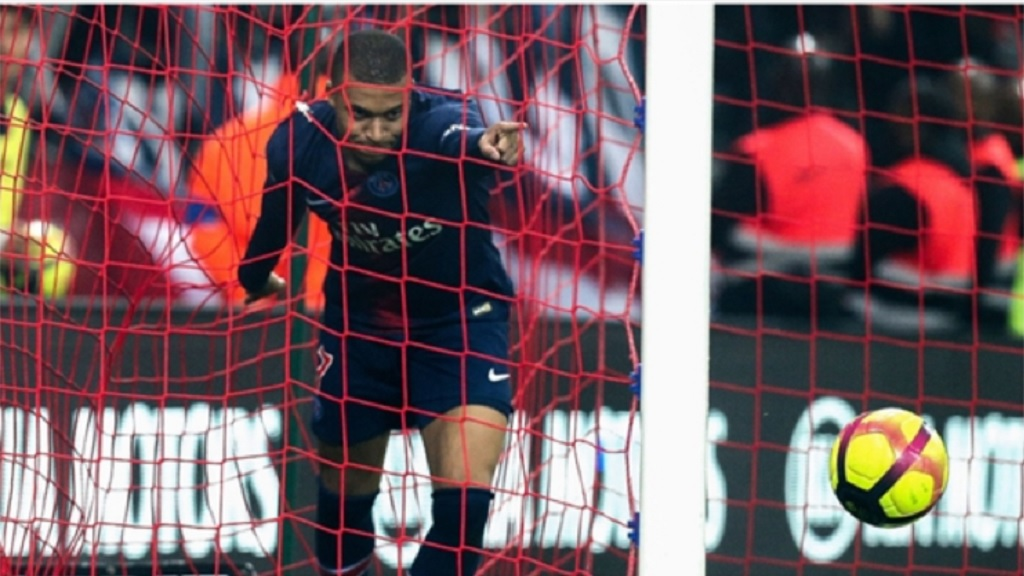Kylian Mbappe scores at Reims.