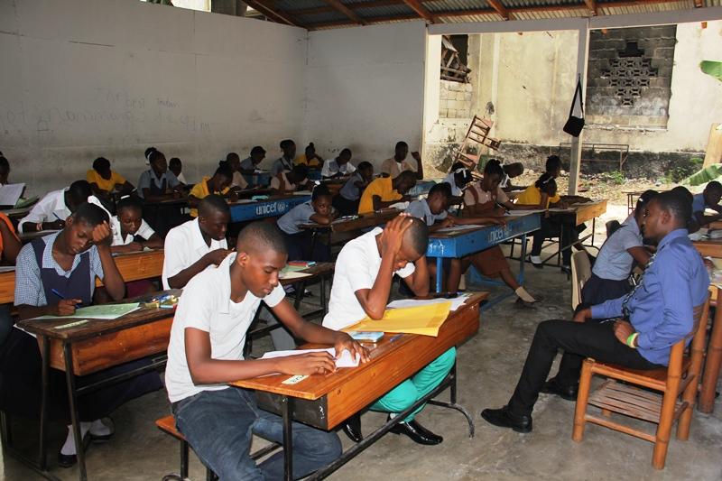 Le deuxième don approuvé pour le projet« Pour une éducation de qualité en Haïti »consiste à augmenter les inscriptions à l'école et à améliorer les conditions d'apprentissage dans les écoles primaires publiques et privées dans la région Sud d'Haïti.