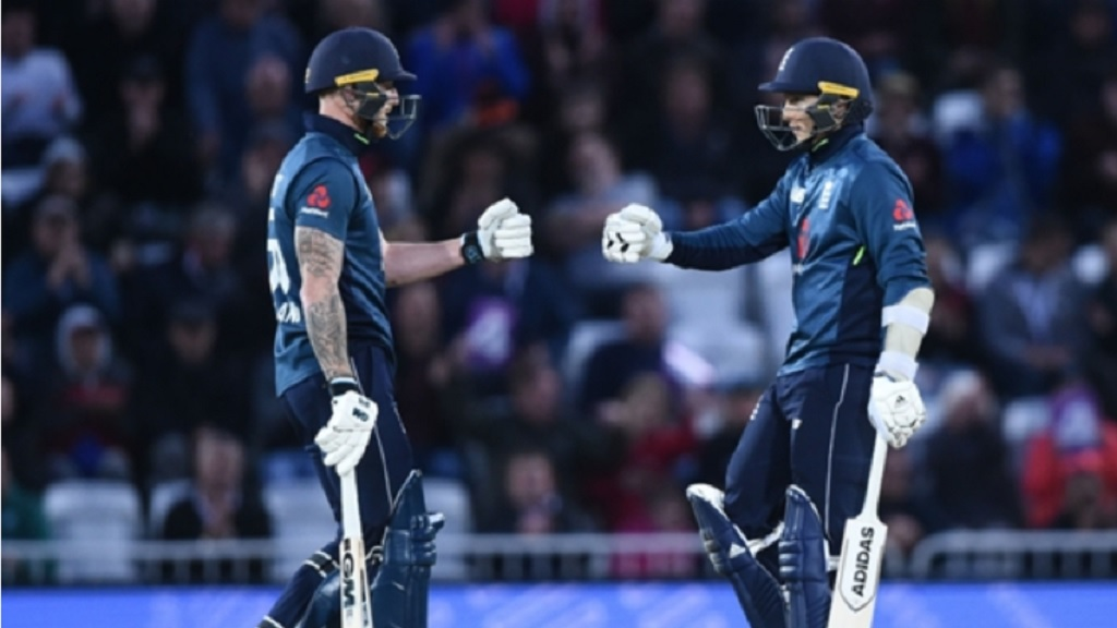 Ben Stokes and Tom Curran during their crucial stand in Nottingham.