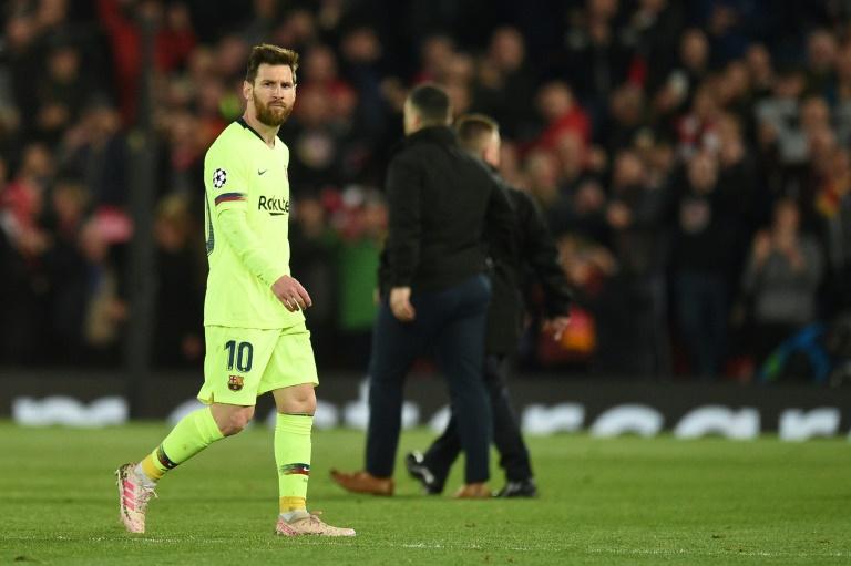 L'attaquant Lionel Messi quitte le terrain d'Anfield dépité après la défaite du Barça 4 à 0 face à Liverpool en demi-finale retour de C1, le 7 mai 2019