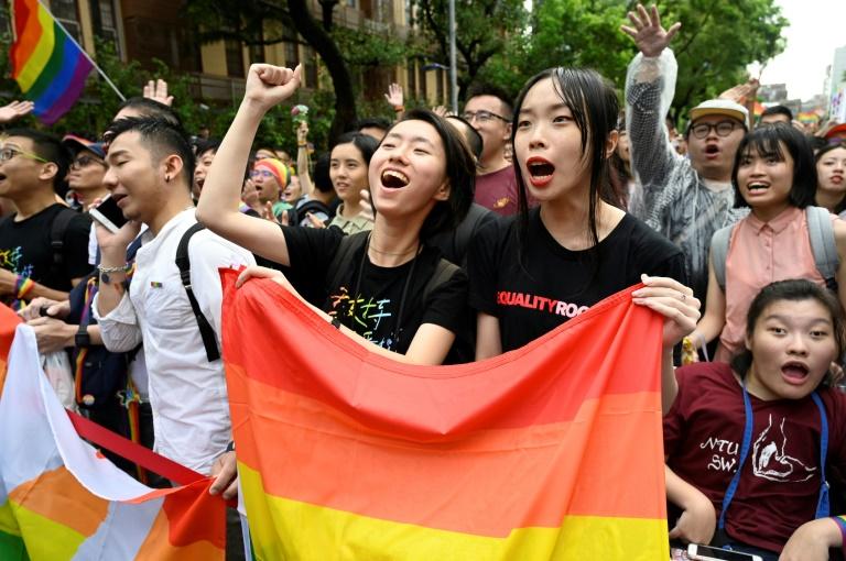 Des partisans du mariage gay rassemblés devant le Parlement, le 17 mai 2019 à Taipei, à Taïwan