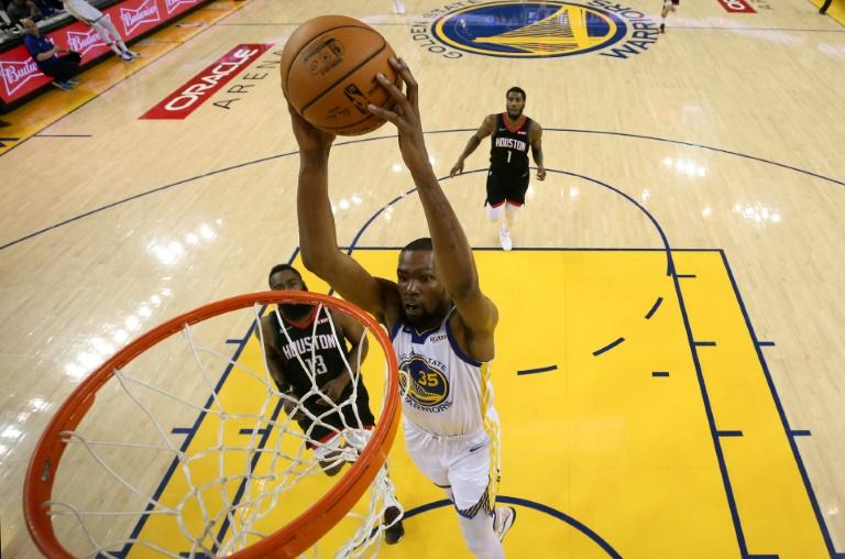 Kevin Durant des Golden State Warriors lors du match 5 des demi-finales de Conférence Ouest face aux Houston Rockets, à Oakland, le 8 mai 2019
